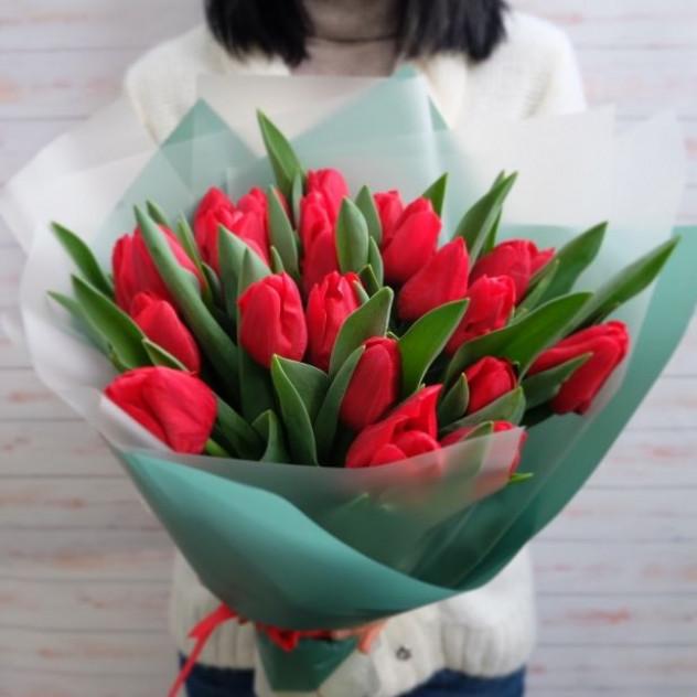 25 красных тюльпанов для настроения